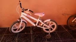 Uma bicicleta intantil