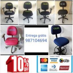 Cadeiras de escritórios estofadas em perfeito estado