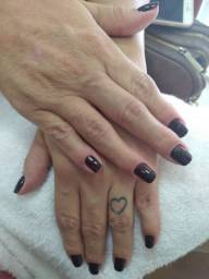 Contrata-se manicure (Urgente)