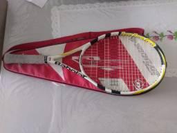 Raquete de tênis Babolat com mochila da Dunlop seminovos.