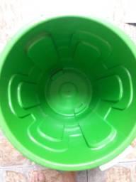 Galão de lixo 30 litros .