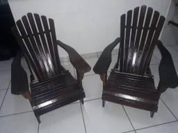 Vende se cadeira maciça Conservada descanso.decoração