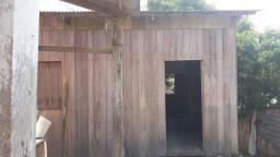 Aluga se casa de madeira: 200,00Reais