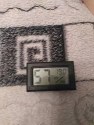 Medidor de temperatura e umidade usado