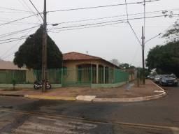 Imóvel amplo a duas quadras do Hospital Regional