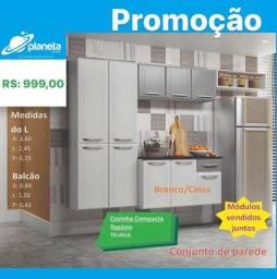 armário de cozinha branco e cinza