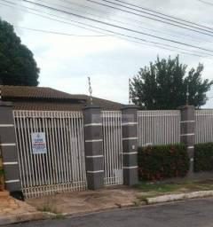Casa com 5 dormitórios para alugar, 201 m² por R$ 2.200,00/mês - Jardim Tropical - Cuiabá/
