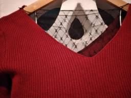 Blusa de mangas em malha canelada vermelha.