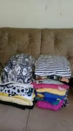 Lote de roupa com 60 peças femininas