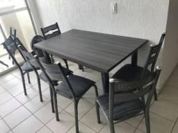 Título do anúncio: Mesa e seis cadeiras usadas