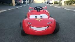 Carrinho a pedal Relâmpago Mcqueen