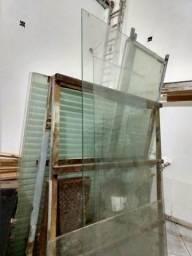 Muitas peças de vidros