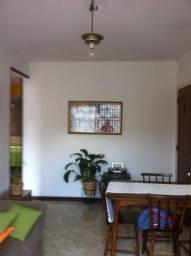 Apartamento de primeiro andar , com 02 quartos, próximo ao centro