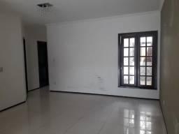 Alugo Casa de Condominio - 3 quartos