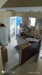 Excelente Duplex de 2 quartos com varanda e banheiros nos dois pavimentos