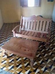 Sofá e centro de madeira rústicos