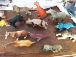 Lote de animais de brinquedo