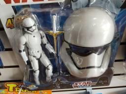 Boneco com máscara StarWars