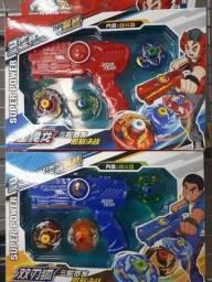 Super Lançador Beyblade com 3 peões - Novo