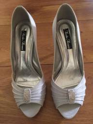Título do anúncio: Sapato prateado para festa tamanho 35