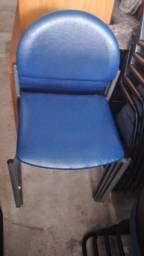 Cadeira de escritório fixas de couro em bom estado.