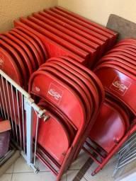 Mesas e cadeiras originais da Coca Cola