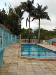Casa em condomínio com piscina no Brito