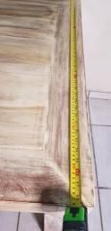 Mesa de madeira nobre maciça