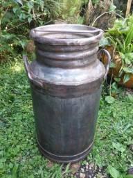 Título do anúncio: Tarro / Galão de leite antigo 30 litros com tampa