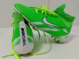 Chuteira Nike Mercurial.