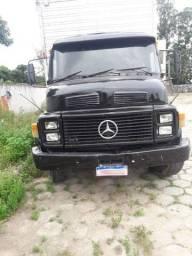 *Vendo caminhão*