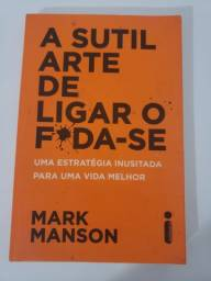 """Livro """"A Sutil Arte de Ligar o F*da-se"""""""