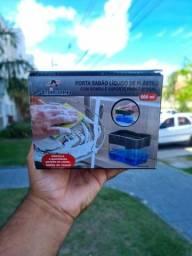 Dispenser porta detergente com bomba e esponja pratica.