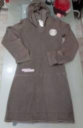 Vestido despojado manga longa e capuz