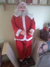 Papai Noel danca e toca música