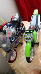 Brinquedo motos Kawasaki ninja prata e verde a pilha