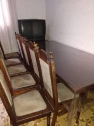 Estante e mesa com 10 cadeiras para sala de jantar