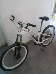 Vendo bicicleta muito conservada.