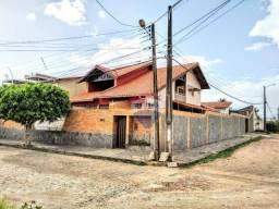 Casa no Catolé, com 340m², 5 quartos, sendo 3 suítes e 4 salas.