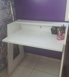 Escrivaninha branca