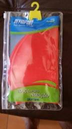 Título do anúncio: Touca de silicone, para natação, cor vermelha, modelo Olymsport infantil, nova.