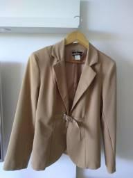 Título do anúncio: Conjunto casaco e calça usados, tamanho médio