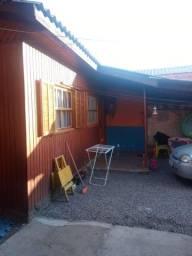 Alugo casa no bairro campina em São Leopoldo, a 50 metros da Avenida Henrique Beer.