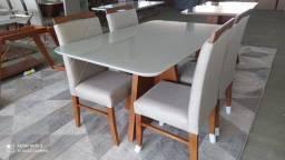 Título do anúncio: Mesa quatro lugares de madeira e acabamento laka