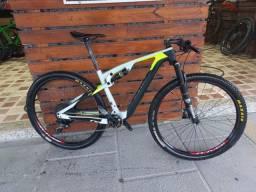 Título do anúncio: Bike sense invictus evo 29. Carbono