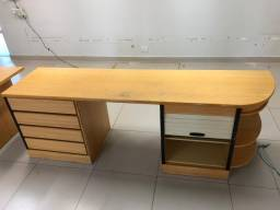 mesa escritorio excelente estado de uso tamanho 2,24x0,57x0,76