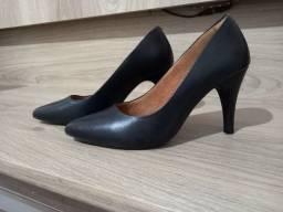 Título do anúncio: Sapato Scarpin de couro preto
