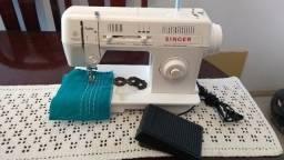 Título do anúncio: Maquina de Costura Singer Facilita 28, em ótimo estado, aparência de nova, bem regulada