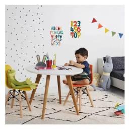 Mesinha Eiffel infantil + 1 cadeira. Entregamos grátis em toda Macaé.