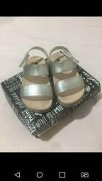 Sandalias de menina